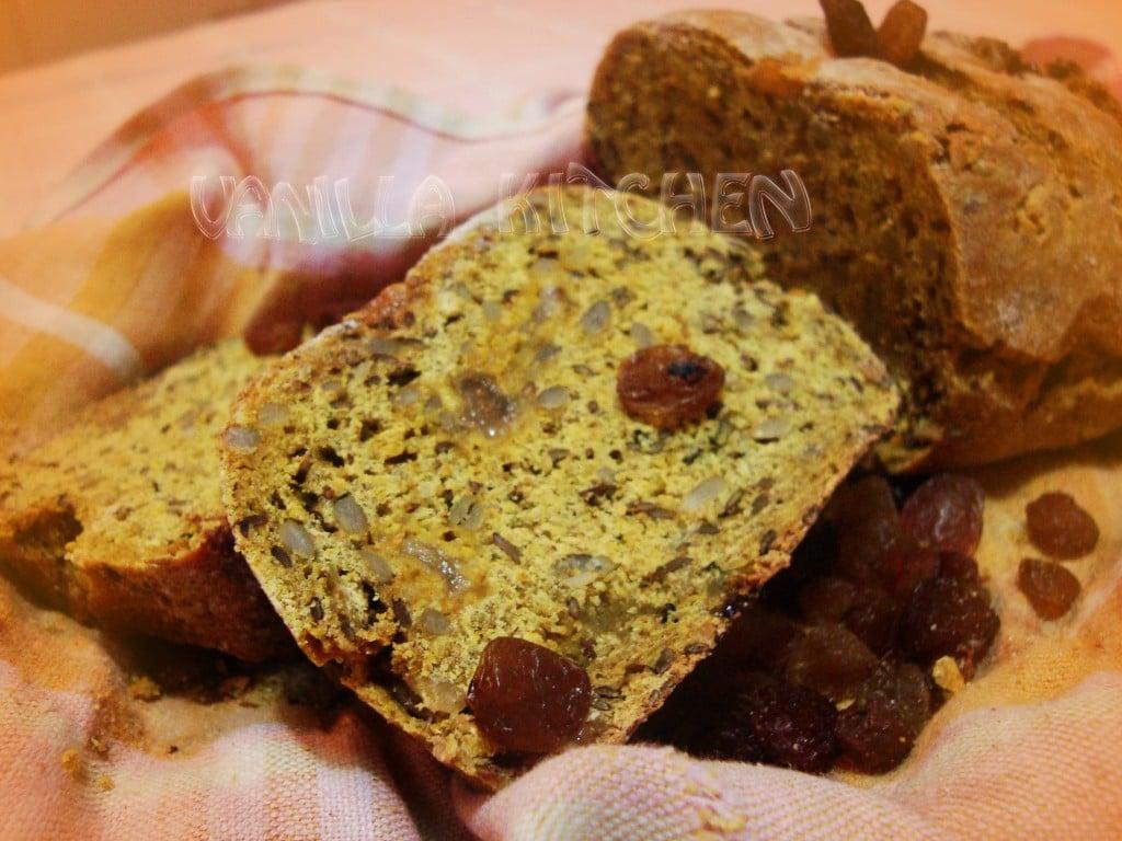 нахутен хляб със стафиди