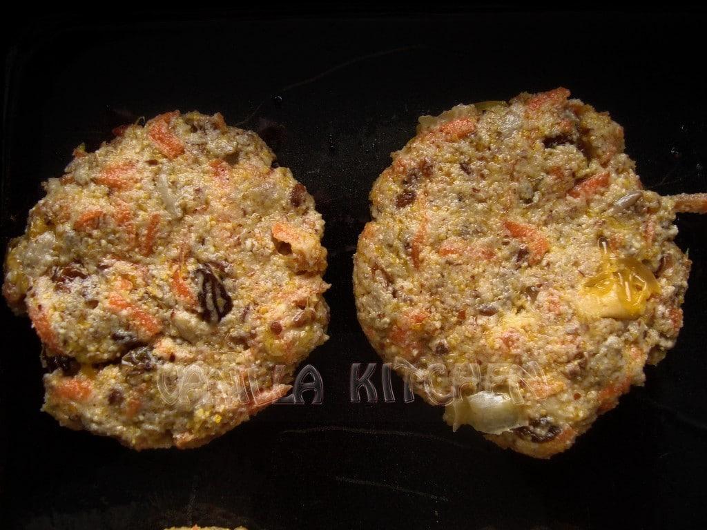 две самотни бисквити...