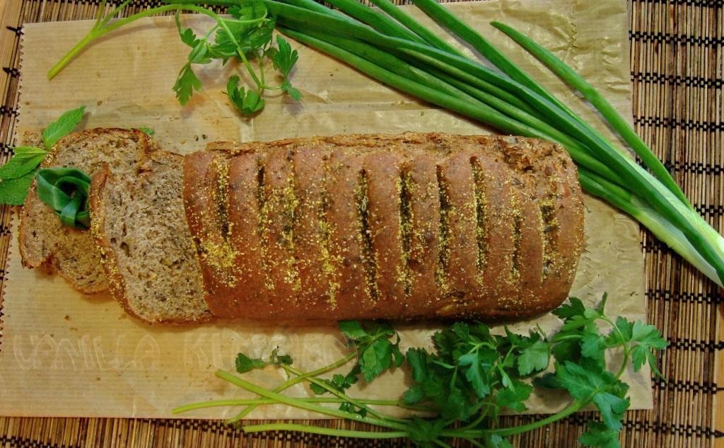 Хляб с магданоз, босилек и хрупкава коричка